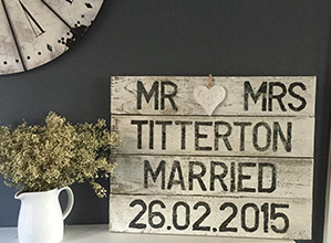 Mr & Mrs Sign - Custom made with name | rusticgems.co.uk